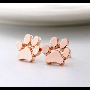 🐾 Rose Gold Paw Earrings